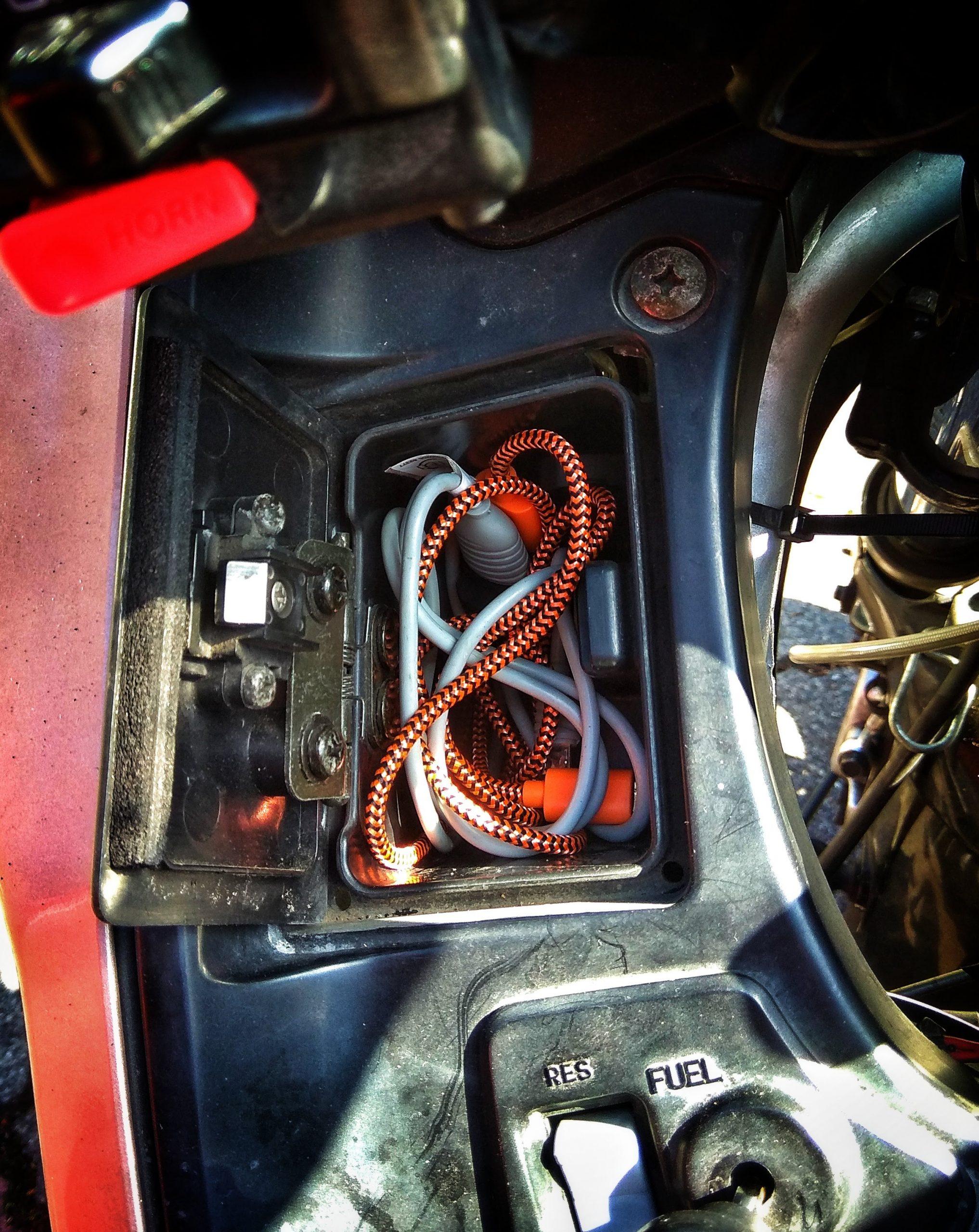 Ladekabel im Cockpitfach