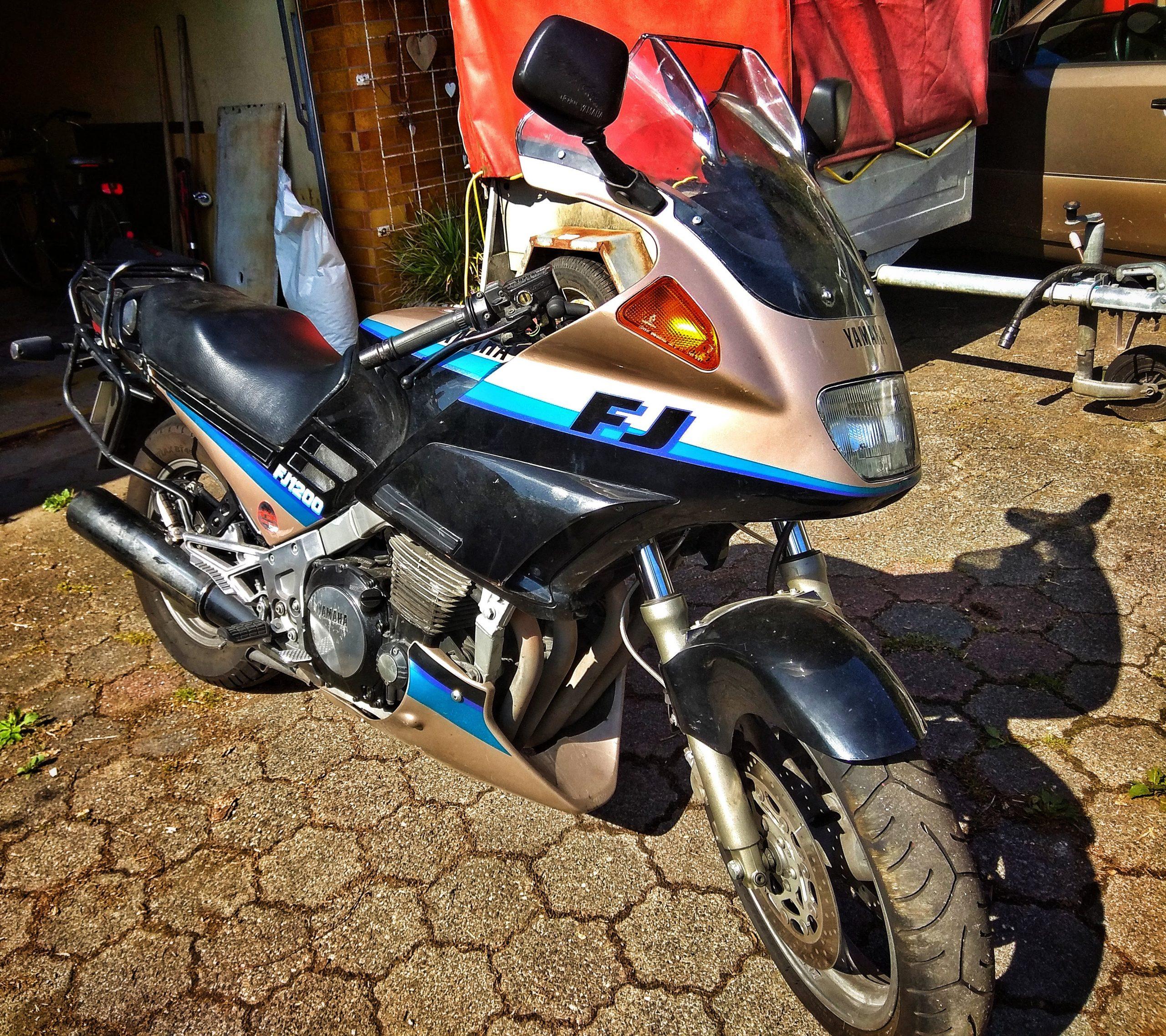 Yamaha FJ in der Sonne
